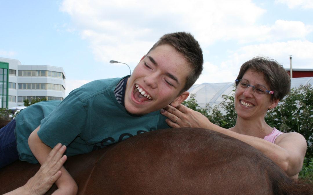 Krankengymnastik auf Pferden