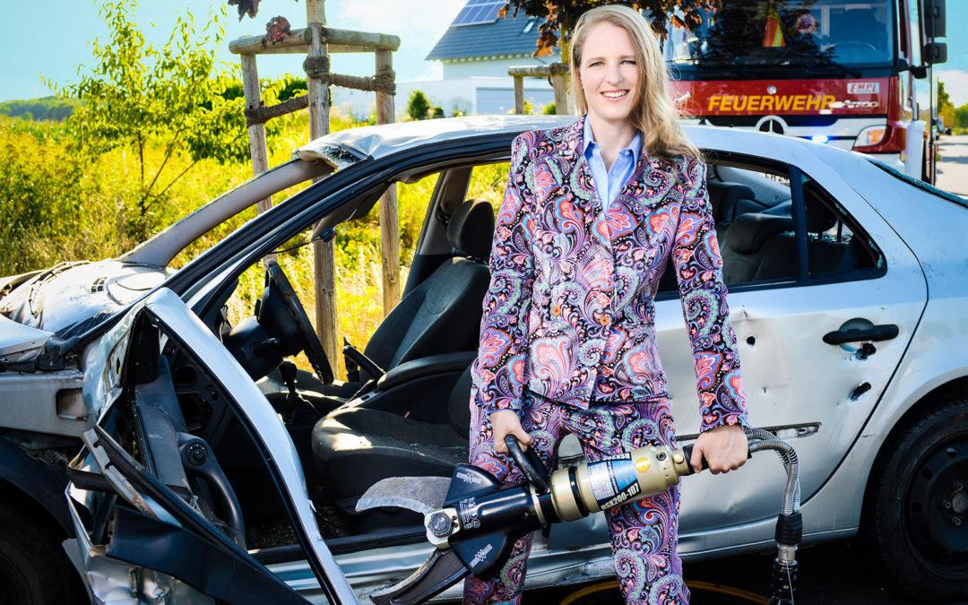 """Feuerwehrfrau erobert Laufsteg bei Charity-Gala """"Kleider machen Leute"""""""
