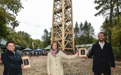Leberecht-Stiftung verschenkt 27 exklusive Holz-Souvenirs vom Goethe-Turm