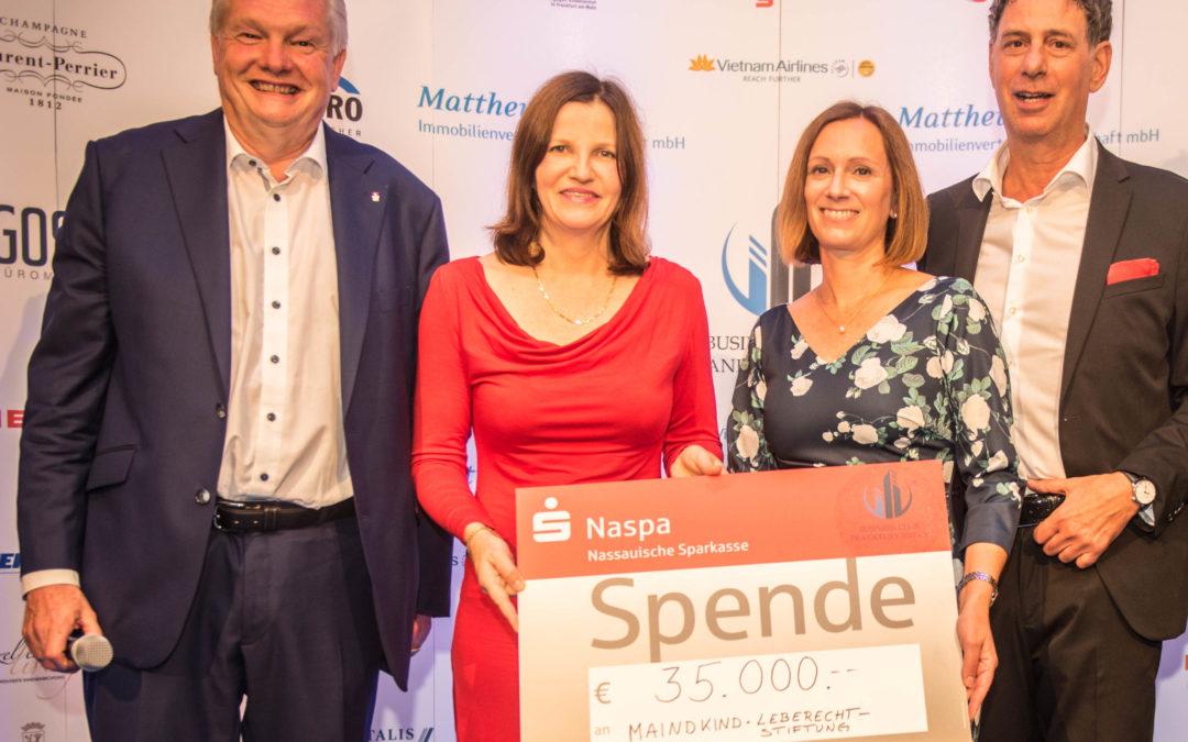 Beim Sommerfest des Frankfurter Businessclubs 2017 sind 35 000 Euro an Spenden zusammengekommen. Darüber freuen sich Detlef Goss (von links), Vizepräsident, Sandra Schellhase-Bender, stellvertretende Vorsitzende Mainkind, Bianca Haag, von der Geschäftsführung der Leberechtstiftung und Businessclub-Präsident Oliver Weiß.
